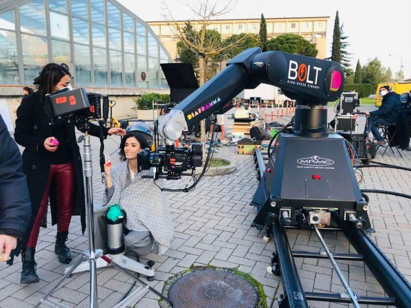 Bolt on set shooting Kinder Creamy